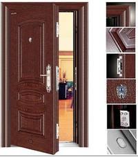 Ustanovka-vhodnoy-metallicheskoy-dveri